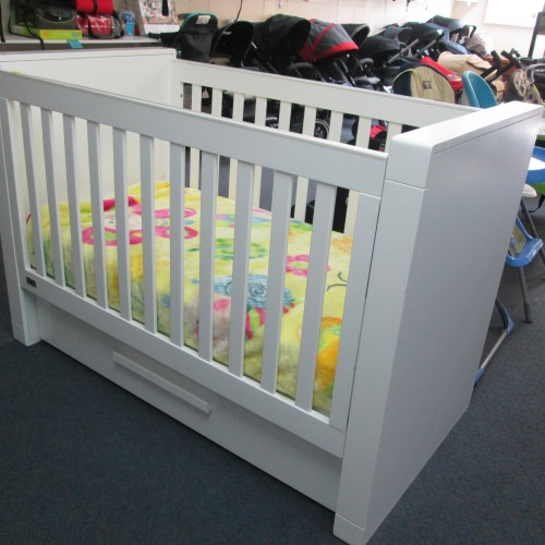 Poppy Roberts Manor Park Cot with Draw